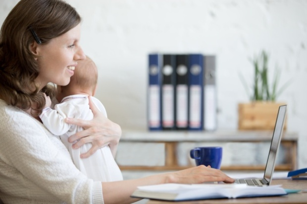 woman-with-a-baby-looking-at-his-laptop_1218-569